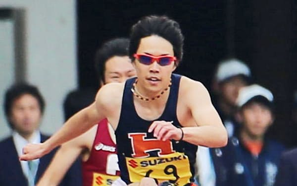 男子400メートル障害で優勝した岸本(3日、静岡スタジアム)