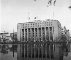 皇居に向かい合って立つ第一生命ビル。連合軍総司令部が置かれていた