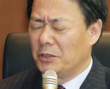 国会事故調に出席し、厳しい表情で質問に答える海江田元経産相(17日午後、参院議員会館)