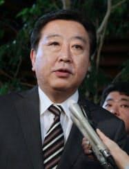 民主党の小沢元代表との会談を終え記者の質問に答える野田首相(30日午後、首相官邸)
