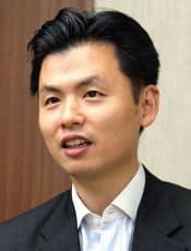 1997年にハーバード大学経営大学院を修了。マッキンゼー・アンド・カンパニーなどを経て2011年から現職。44歳。