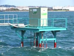 関門海峡に投入した九州工業大の潮流発電装置は、海上交通の支障が出ないよう岸の近くに設置した