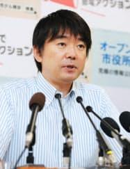 公募区長について記者会見する橋下大阪市長(21日午後、大阪市役所)