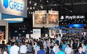 東京ゲームショウのグリーブースではアイテム目的の客が列をなした(2011年9月、千葉市美浜区)