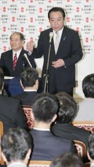 民主党の臨時代議士会で結束を呼びかける野田首相(25日午後、国会内)