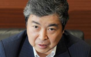 高原豪久(たかはら・たかひさ)1961年7月生まれ。愛媛県出身。創業者で父の慶一朗氏から2001年に、39歳の若さで社長のバトンを受ける。創業者である先代社長慶一朗氏が盤石にした生理用品、子供用紙おむつなど国内の事業基盤を継承。2代目としてアジアなど新興国を中心とするグローバル化をけん引し、P&Gやキンバリー・クラーク、花王など巨大企業を相手に、互角以上の戦いを演じる企業へと導いた。