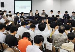 名古屋市内で開かれた、将来のエネルギー・環境政策に関する国民からの第3回の意見聴取会(16日)=共同