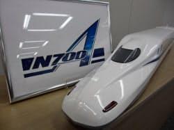 新幹線の新型車両「N700A」は既存車両を基調にロゴマークで進化を表現した