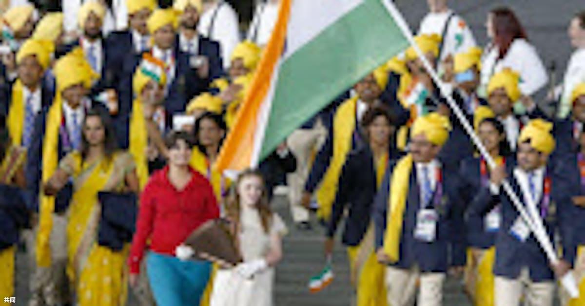 五輪入場行進に謎の女性 インド選手団に紛れ込む: 日本経済新聞