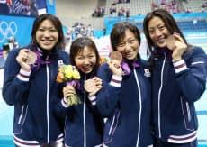 銅メダルを獲得した日本女子チーム=写真 小川望