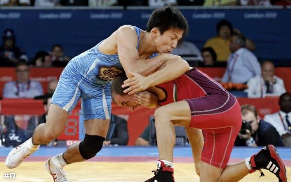 レスリング男子フリー55キロ級3位決定戦でブルガリアの選手を下し銅メダルを獲得した湯元進一(エクセル)=共同