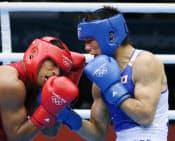 男子ミドル級決勝、ブラジルのファルカン(左)を下した村田=写真 佐光恭明