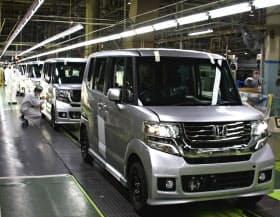 ホンダは「N BOX」の量産準備で大部屋連携開発を実施(鈴鹿製作所の「N BOX」の生産ライン)