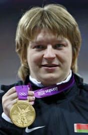 ロンドン五輪の女子砲丸投げで優勝したが、失格となったベラルーシのナドゼヤ・オスタプチュク=共同