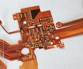 一般的なフレキシブル基板の例。基板素材のままで配線が見えている