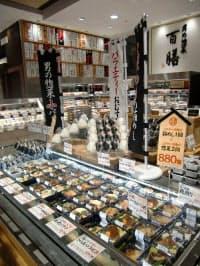 1人用の小分けにした100種類の総菜を扱う「男の惣菜 百膳」(東京都千代田区の大丸東京店)