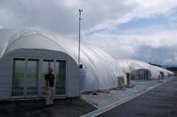陸前高田市内に8棟の円形ドーム型の植物工場が建った