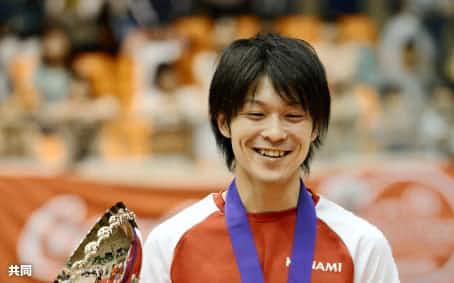 ロンドン五輪後初の大会となる全日本社会人選手権の男子個人総合で初優勝した内村航平(17日、相模原市立総合体育館)=共同