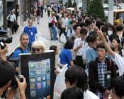 iPhone5を買い求めて行列する人たち