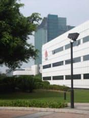 キャンパスと呼ばれる本社(奥に見えるのが高層ビルのR&Dセンター)