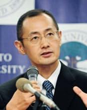 iPS細胞の特許が成立し、記者会見する山中教授(9月18日、京都市)=共同