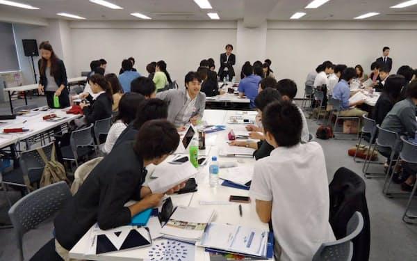 ソーシャルリクルーティングは、サービスを利用する企業と学生のマッチングイベントを毎月開催する