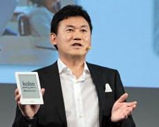 楽天の三木谷浩史社長率いるコボは販売攻勢を強めている