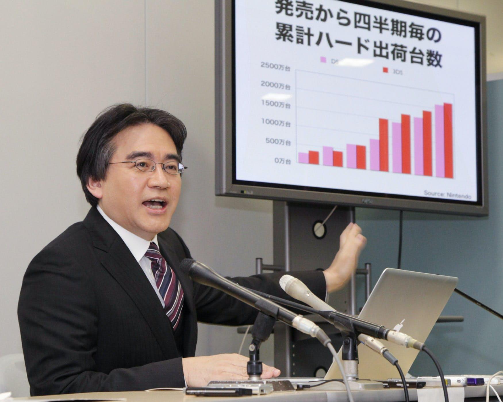 決算を発表する任天堂の岩田社長(24日午後、大証)