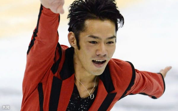フィギュア中国杯、男子SPでトップに立った高橋大輔(2日、上海)=共同