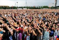 ファンクラブにはコンサートのチケットの優先予約などの特典がある