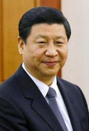 習近平氏(しゅう・きんぺい、写真は共同) 1979年清華大卒。父親は共産党の元老で、副首相を務めた習仲勲氏。高級子弟らを指す「太子党」の実力者で、早くから次世代を担うリーダーの一角と目されてきた。  中央軍事委員会弁公庁秘書を振り出しに、河北省正定県書記、福建省福州市書記などを経て、2000年福建省省長、02年浙江省書記と順調に出世を重ねた。07年からの上海市書記では前書記の汚職事件による混乱収拾に努めた。08年から国家副主席。陝西省出身、59歳。