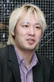 インタビューに答えるジャーナリストの津田大介氏(14日、東京都渋谷区)