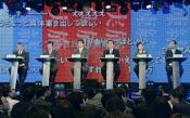 インターネットの動画中継サイト「ニコニコ動画」の討論会に出席した各党党首ら(11月29日夜、東京都港区)=共同