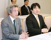 「再登板」は今後の野党との連携にも影響を与えるのか(当時の経済財政諮問会議に臨む小泉首相と竹中経済財政・金融担当相=右。2004年2月17日、首相官邸)