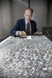 「ダイヤモンドタッチ」で写真地図を使うボーグ氏