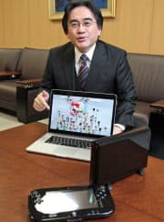 「Wii U」を使ったネットワークサービスを説明をする任天堂の岩田社長