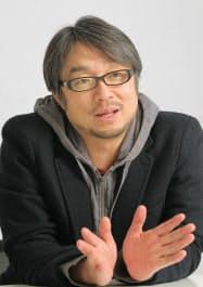 こやま・くんどう 1964年、熊本県生まれ。日大芸術学部在籍中に放送作家として活動を開始。代表作は「料理の鉄人」など。様々なプロジェクトの仕掛け人としても有名で、熊本県のPRキャラクター「くまモン」の生みの親でもある。
