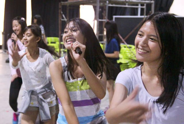 ジャカルタでの「JKT48」2期生の練習風景