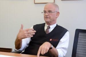 「人事のグローバル化を」と説くブルース・ストロナク氏