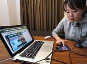 UIスコープはウェブカメラを利用して、モニターのスマホ操作の様子を録画するサービスを提供している(埼玉県戸田市)