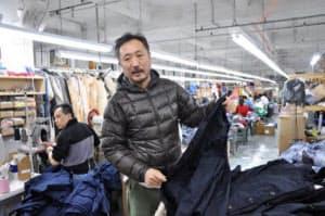 「検品も全部自分たちでやります。このジャケットは600着分あったな」