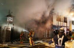 神田の老舗そば店「かんだやぶそば」から出火、店舗など焼損した(19日午後、東京都千代田区)