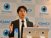 ネット選挙に向けた新サービスを発表する熊谷正寿社長(先月27日午後、東京都渋谷区)