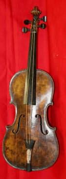 タイタニック号の船上で楽団が沈没間際まで演奏していたとされるバイオリン=ヘンリー・オルドリッジ&サン提供・共同