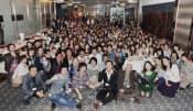 SNSを通じて参加者を募った同窓会(2012年4月、東京・銀座)=笑屋提供