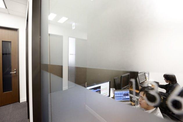3人のひとり、尾沢文平さんは昨年末に、六本木ヒルズの一室に事務所を構えた。介護関連企業の資金運用を任されている。「六本木でオフィスのフロア借りを目指す」(東京都港区)