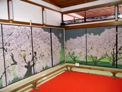東大寺(奈良市)で10日から14日まで一般公開されるふすま絵の「しだれ桜」(左)と「吉野の桜」