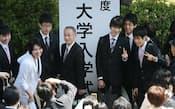 東京大学の入学式。アジア首位の座を保てるか(12日、東京・千代田)