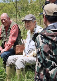 「釣りバカ日誌」で出番を待つ三国連太郎さん(2009年、北海道標茶町)