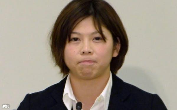 記者会見で現役引退を表明する柔道女子の福見友子(15日、千葉県浦安市)=共同